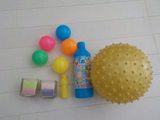 ボールやシャボン玉などがあると、童心に帰って遊べるかも。キャンドルも雰囲気作りに役立ちます