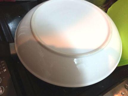 5.焼きあがったら、皿をかぶせてひっくり返して…