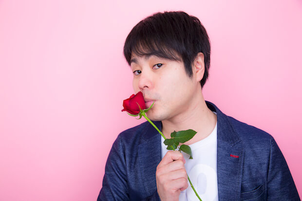 ノンスタイル井上バラにキス