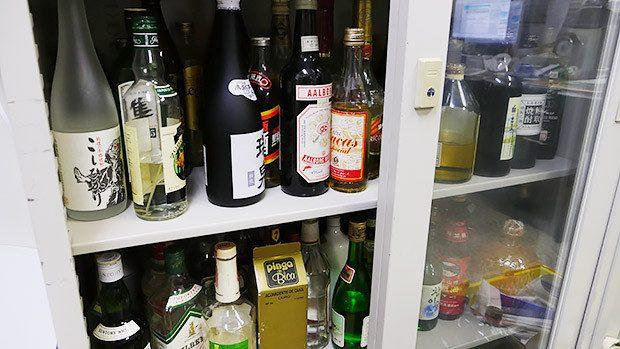 先生のコレクションからプリンに合うお酒を探します!