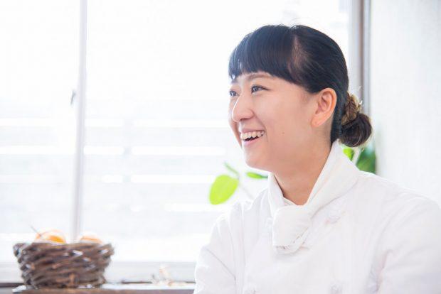 出張料理人 新羅彩乃 タウンワークマガジン