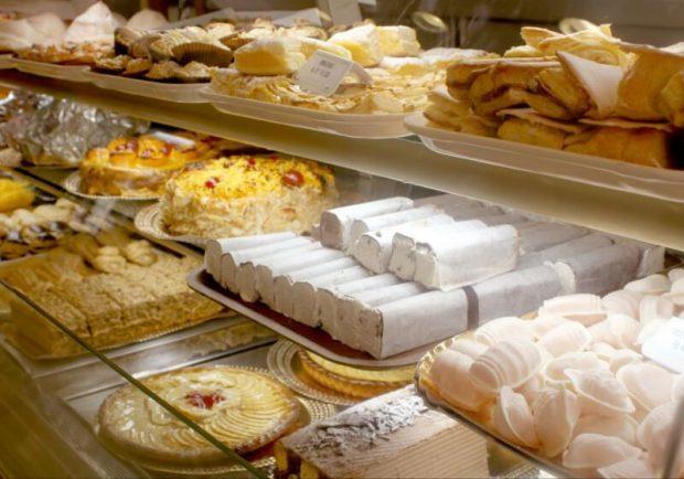 パティシエ・ケーキ職人になるには? 仕事内容、時給、履歴書・志望動機の書き方