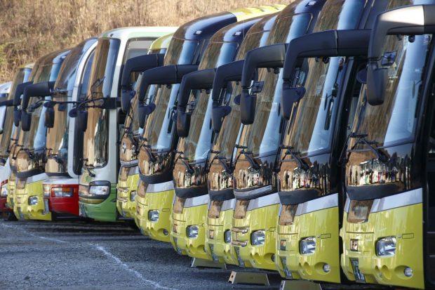 バスガイド バスガイドになるには 志望動機 仕事内容 バス バイト タウンワーク