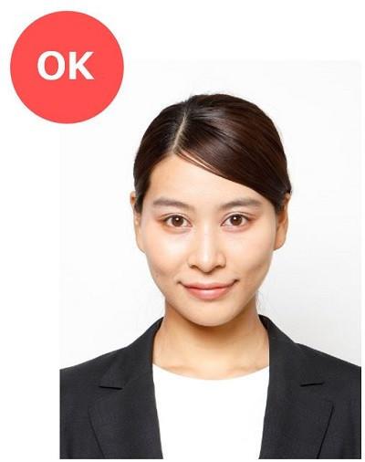 転職用の履歴書写真OK例(女性)